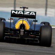 El monoplaza de Jarno Trulli visto desde detrás