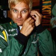 Heikki Kovalainen se prepara para la carrera