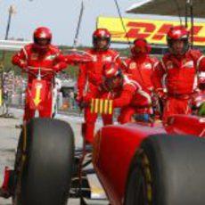 Parada en boxes de Ferrari en el GP de Turquía 2011