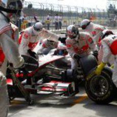 Parada en boxes de McLaren en el GP de Turquía 2011