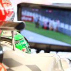 Liuzzi atento al choque de Vettel en el GP de Turquía 2011