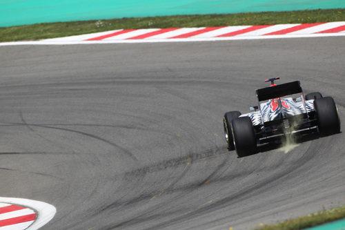 Karthikeyan negociando la curva 8 en el GP de Turquía 2011