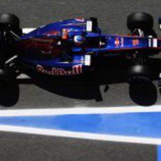Ricciardo a su paso por la salida de boxes