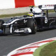 Maldonado tomando una curva del Circuit de Catalunya