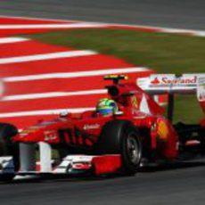 Felipe Massa con el nuevo alerón trasero en España