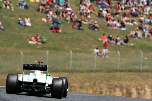 El público observa a Paul en el GP de España 2011