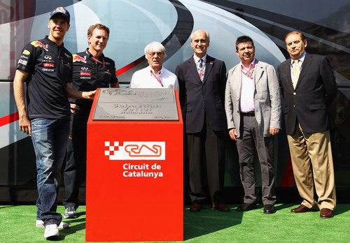 Sebastian Vettel desvela su placa en la 'Avenida de los Campeones' del Circuit de Catalunya
