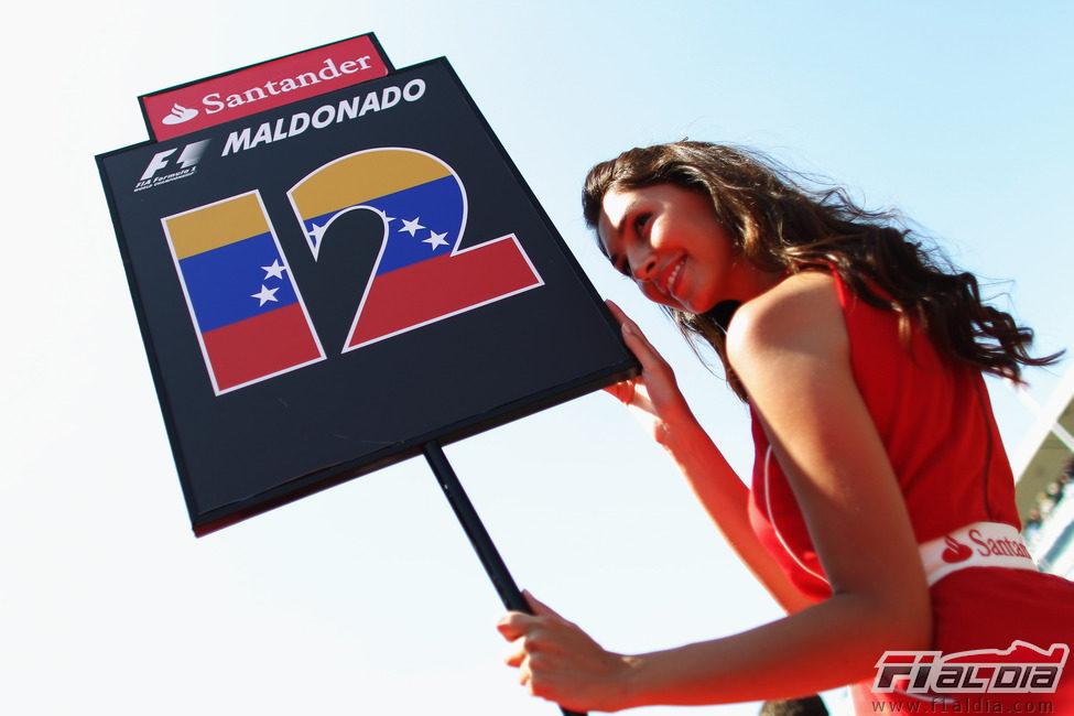 Presentación equipos F1 2012 9670_la-pitbabe-de-maldonado-en-el-gp-de-espana-2011