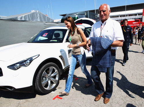Mateschitz acompañó a sus equipos en el GP de España 2011