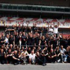 Foto de familia de Red Bull en el GP de España de 2011