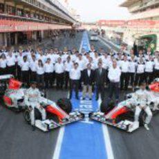 Foto de familia de Hispania Racing en España 2011