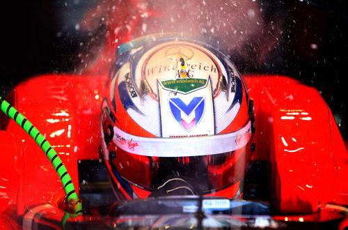 Timo Glock en el garaje en España 2011
