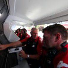 El muro de Virgin durante el GP de España 2011