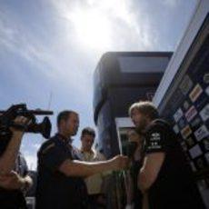 Nick Heidfeld atiende a los medios en el Circuit de Catalunya