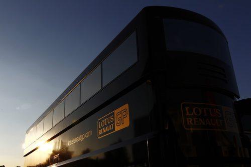 El motorhome de Lotus Renault GP en Montmeló