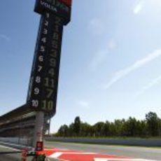 Petrov sale a pista durante la clasificación del GP de España 2011