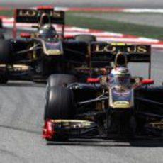 Los dos R31 durante la carrera del GP de España 2011