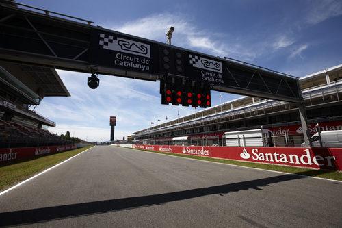 El semáforo de la recta principal del Circuit de Catalunya