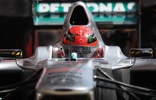 El 'kaiser' en su Mercedes durante el GP de España 2011