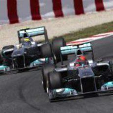 Schumacher y Rosberg pelearon por la sexta posición en España 2011