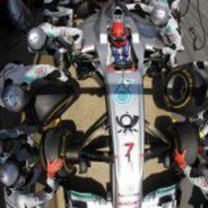 Parada en boxes para Michael Schumacher en España 2011