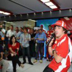 Alonso atiende a la prensa en el GP de Mónaco 2011