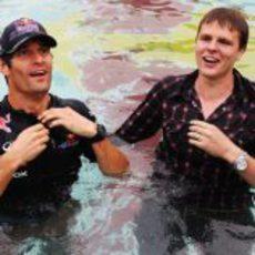 Mark Webber y Jake Humphrey se tiran a la piscina en Mónaco 2011