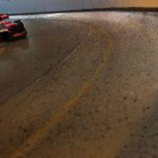 Timo Glock pasa por el túnel del circuito de Mónaco