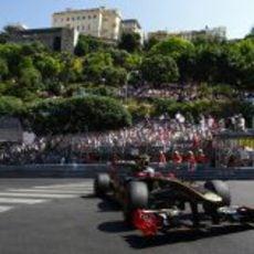 Vitaly Petrov rueda en Montecarlo durante los primeros libres