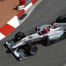 Michael Schumacher rueda en los libres de Monaco 2011