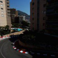 Daniel Ricciardo bajando por Mirabeau