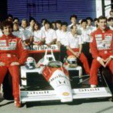 El equipo McLaren, con Prost y Senna de pilotos