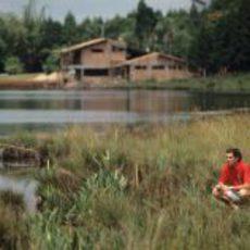 Senna en el campo, relajándose
