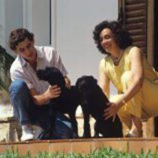 Ayrton Senna, su madre y sus perros