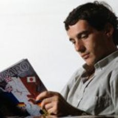 Ayrton Senna leyendo 'Le figaro'