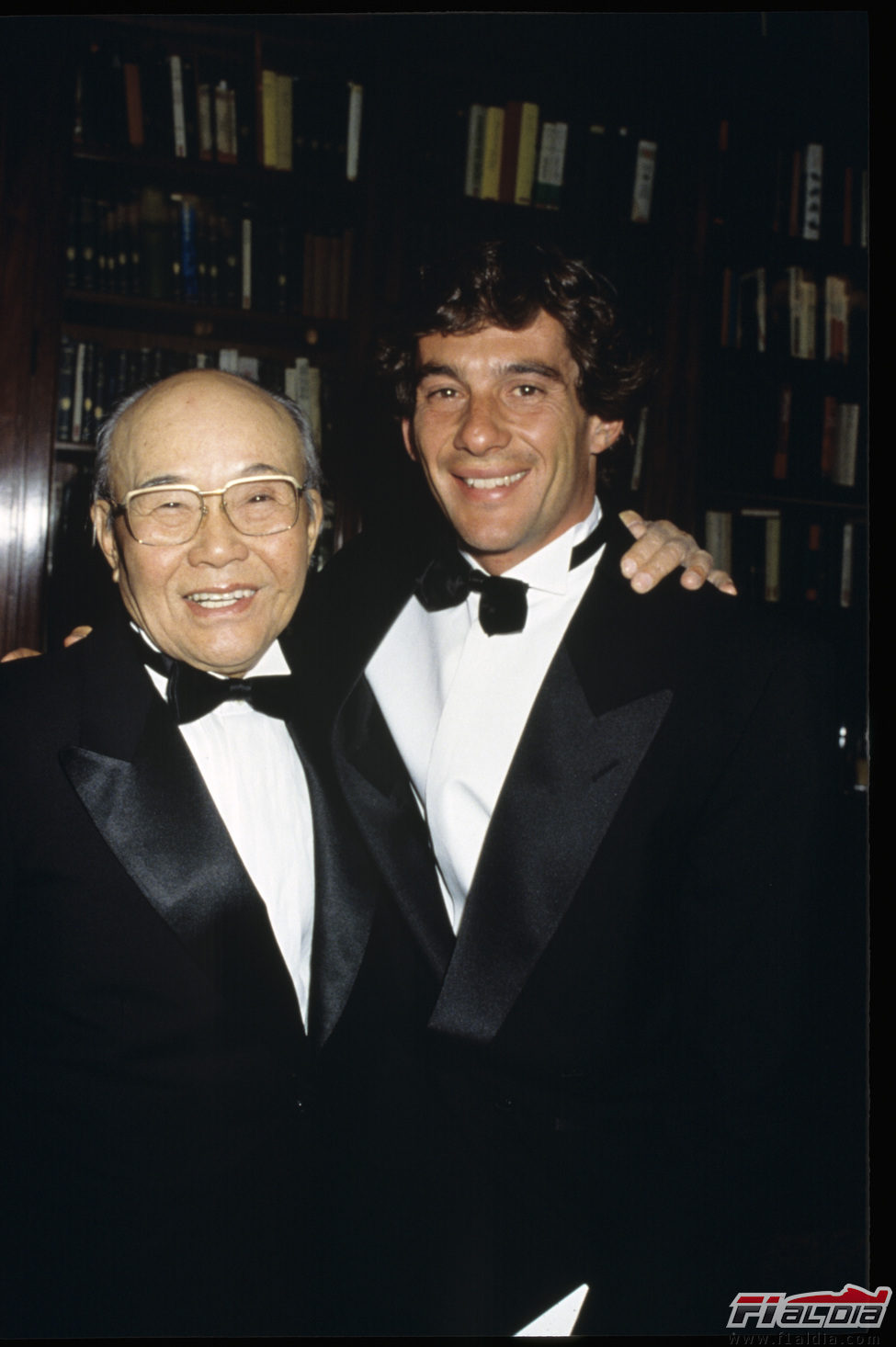Senna, trajeado y listo para recoger su trofeo de Campeón del Mundo