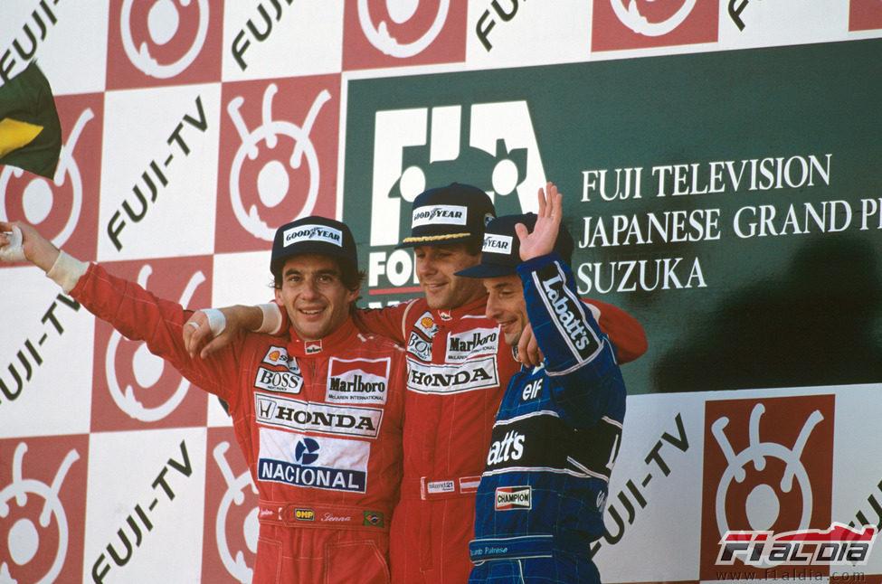 Ayrton Senna en el podio del GP de Japón