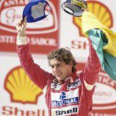 Ayrton Senna gana el Gran Premio de su país