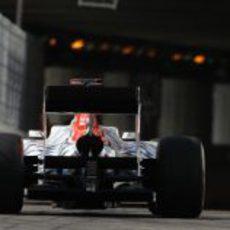Karthikeyan entrando a la oscuridad en el GP de Mónaco 2011