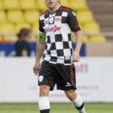 Fernando Alonso jugando al fútbol en Mónaco 2011
