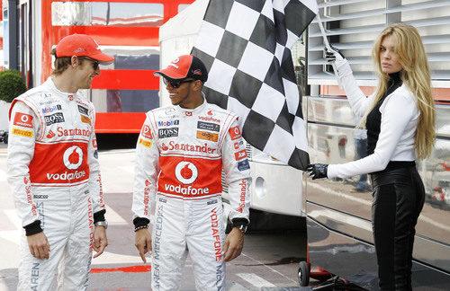 Esther Cañadas da el banderazo a Button y Hamilton en el GP de Mónaco 2011
