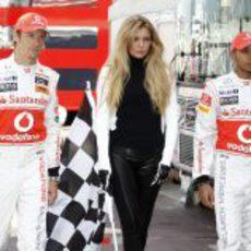 Jenson Button, Esther Cañadas y Lewis Hamilton en Mónaco 2011