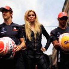 Esther Cañadas con los pilotos de McLaren en Mónaco 2011
