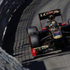 Nick Heidfeld pilota junto a las protecciones del circuito de Montecarlo