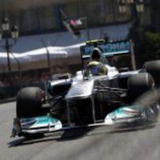Nico Rosberg rueda en la clasificación de Mónaco 2011