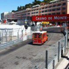 La ambulancia lleva a Sergio Pérez al hospital de Mónaco