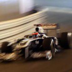 Barrichello pasando por el túnel a todo gas