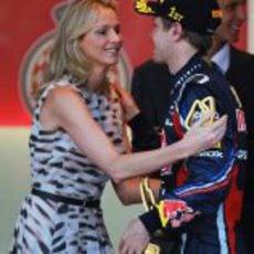 Vettel recibe la felicitación de la novia del Príncipe de Mónaco