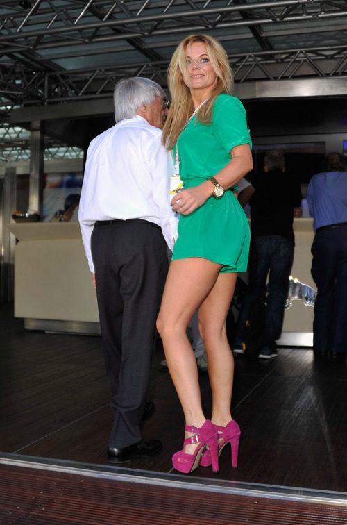 Geri Halliwell junto a Bernie Ecclestone en el GP de Mónaco 2011