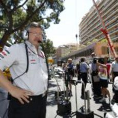 Ross Brawn en la parrilla del GP de Mónaco 2011
